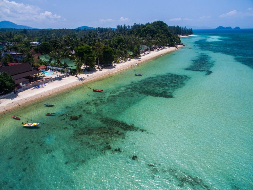 パンガン島の海を空から撮影