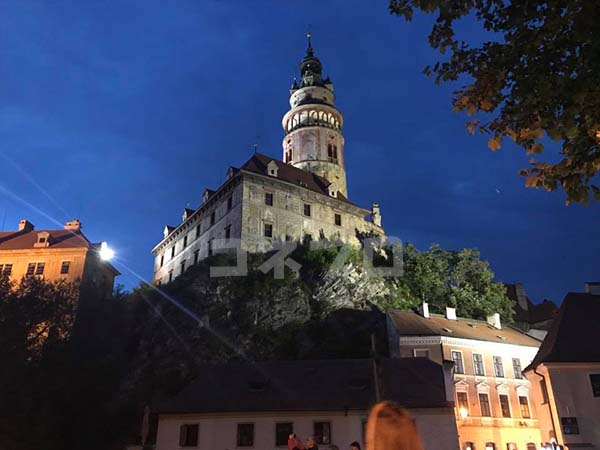 チェスキークルムロフ城の夜の風景